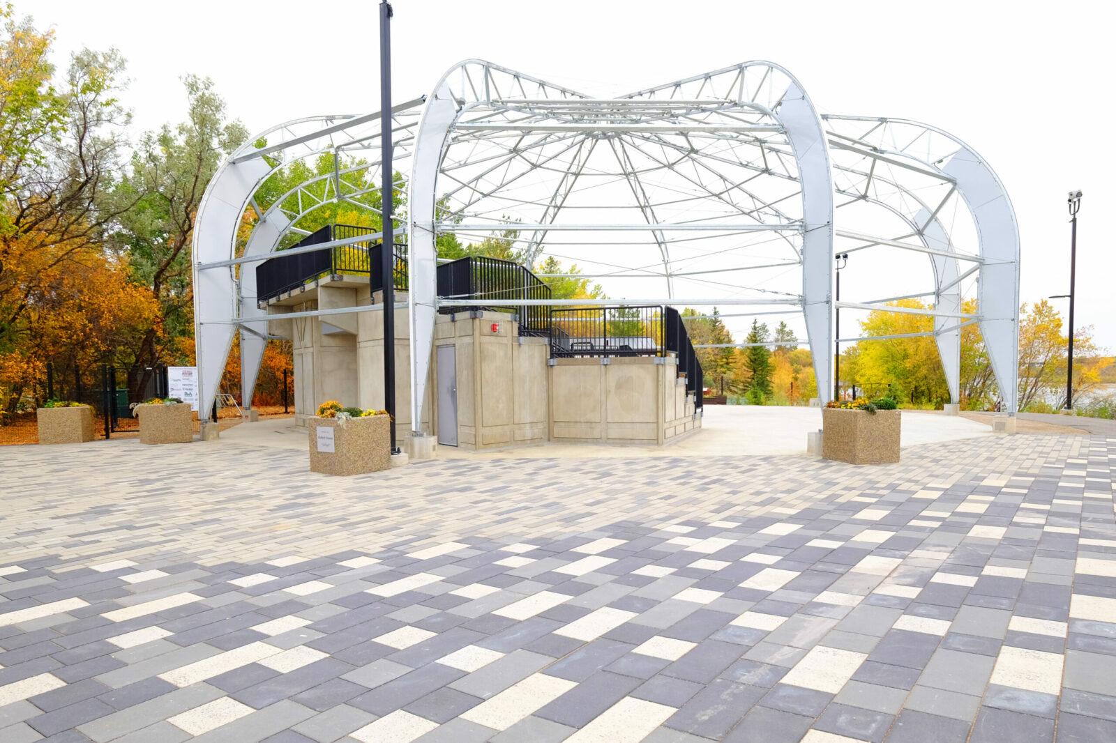 Show the amphitheatre