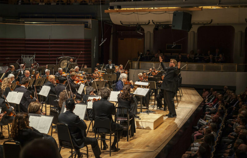 Music Director leads orchestra with guest artist Itzhak Perlman
