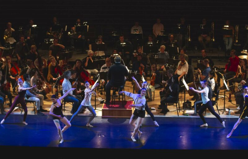 Orchestra rehearses Nordic Greats concert with dancers