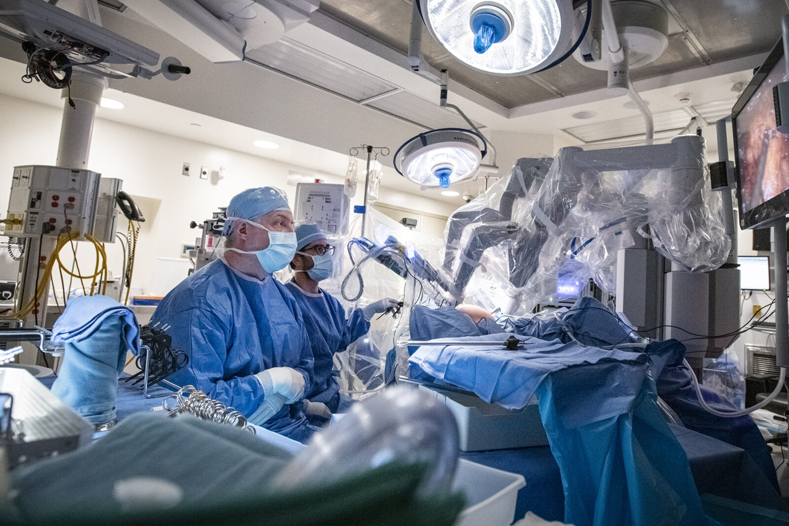 MAY 22 2019 - Dr. Sunil Patel at team work in the operating room at the KGH site and perform colorectal surgery using the da Vinci Surgical System at Kingston Health Sciences Centre, in Kingston Ontario, Canada. Photo: Matthew Manor/KHSC Copyright © 2019